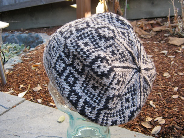 This isn't Lizzie's hat, but her's has similar colors. I found this one at http://www.ravelry.com/projects/kristenjensen/baikal.