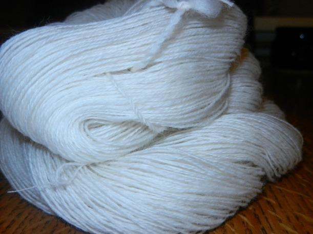 Closeup of ivory handspun Merino fresh off the swift.
